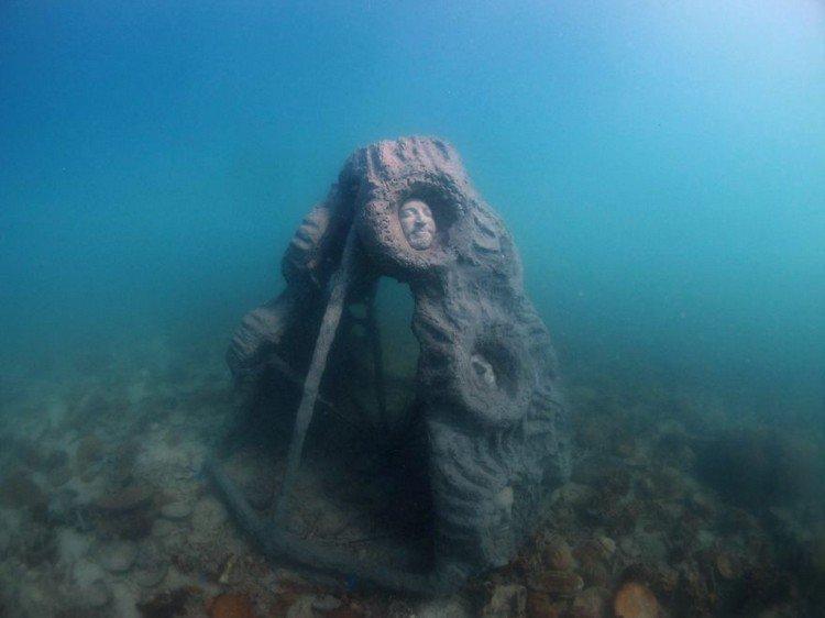 underwater sculpture heads