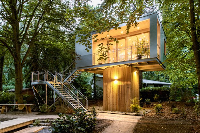 urban-treehouses-ouside-lights