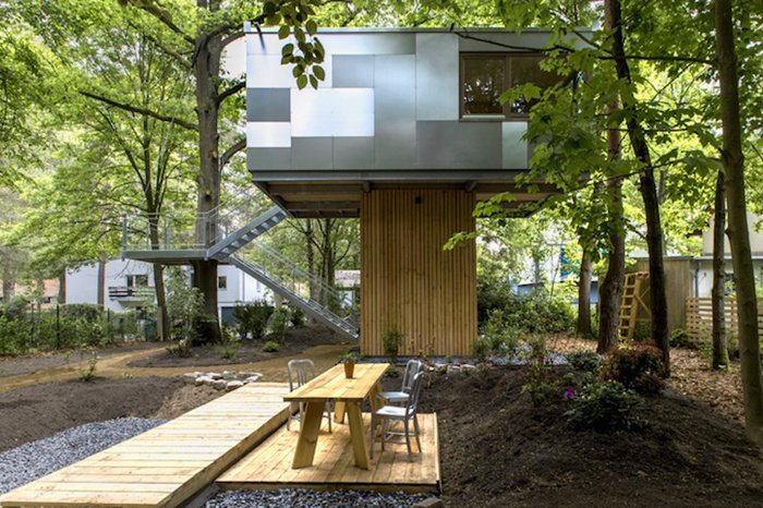 urban-treehouses-outside-side
