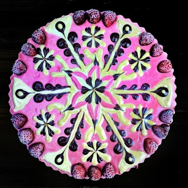 vegan-mandala-dessert-strawberry