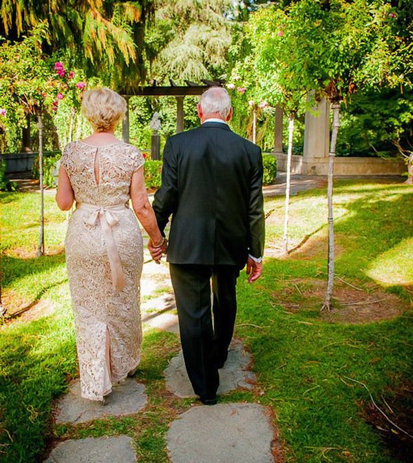 wedding-elderly-walk