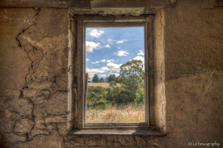 window-crumbling