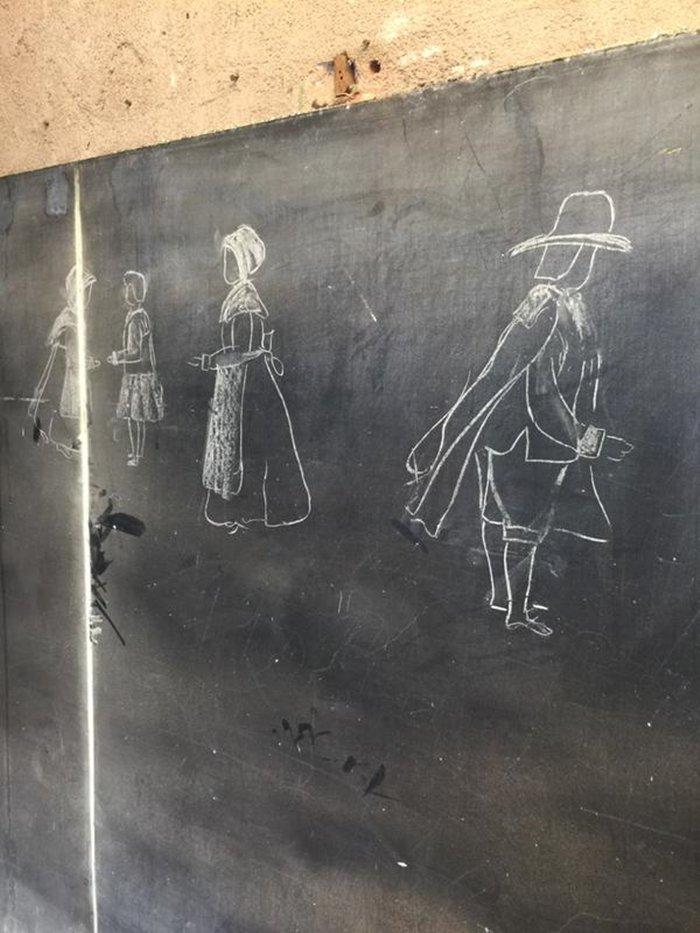 100-year-old-chalkboard-drawings-pilgrims-drawing