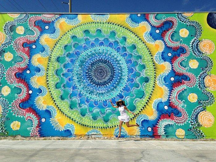Hoxxoh-mural-girl