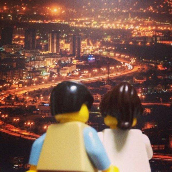 LEGO figure couple