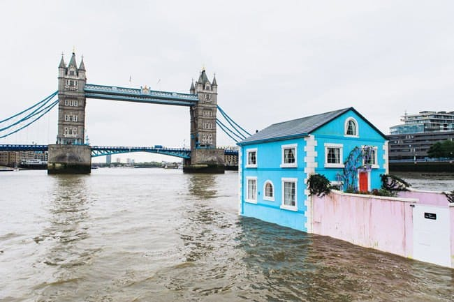 airbnb-floating-house-bridge