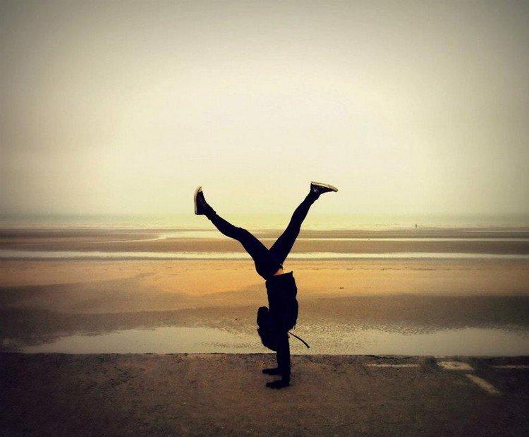 beach handstand