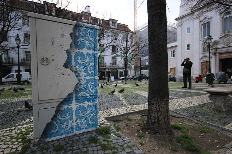 blue mural man