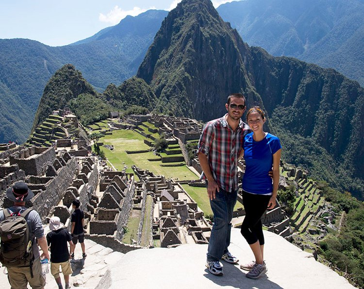 couple-sells-everything-travels-world-cat-matt-jessica-johnson-machu-pichu