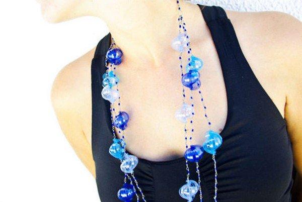 dark light blue mandarina beaded necklace