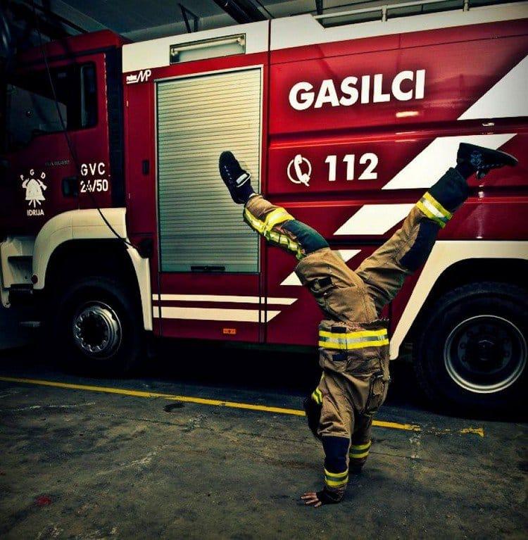 firegirl handstand