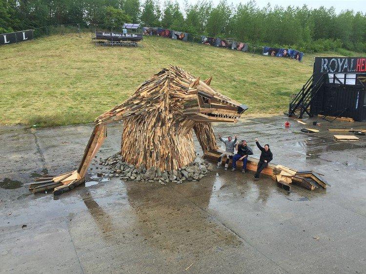 giant wood sculpture men