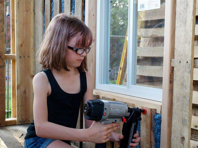 girl glasses drilling