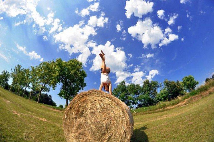 hay bale handstand