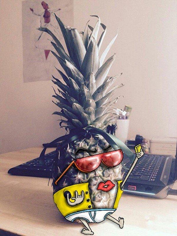 pineapple selfie