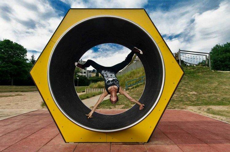 playground handstand