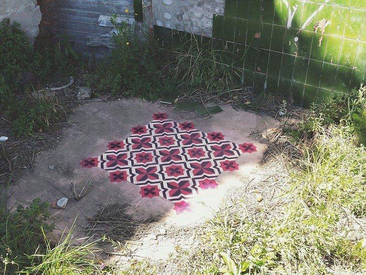 red black cross pattern grass
