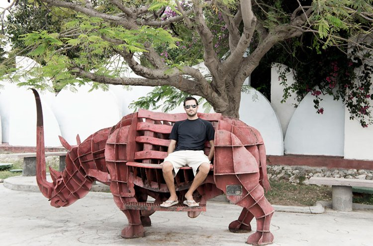 rhino-couple-sells-everything-travels-world