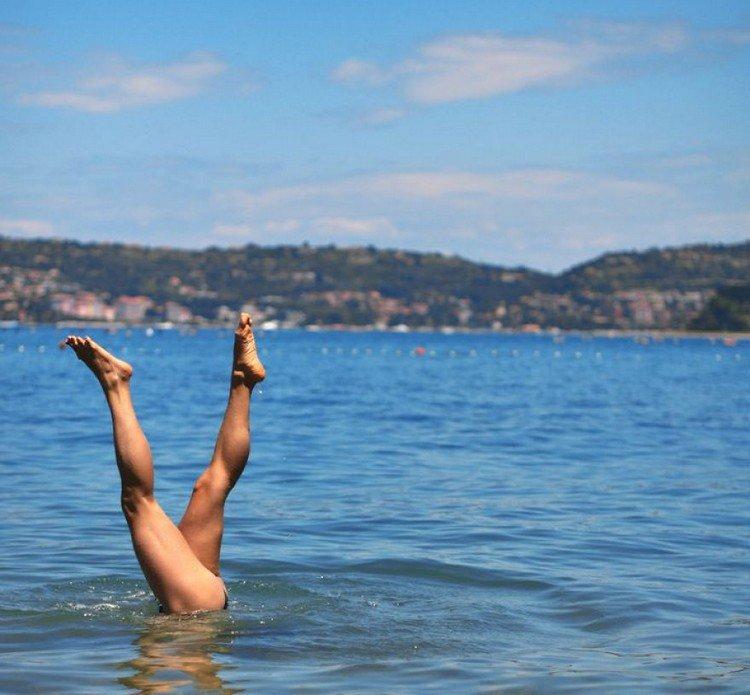 sea handstand
