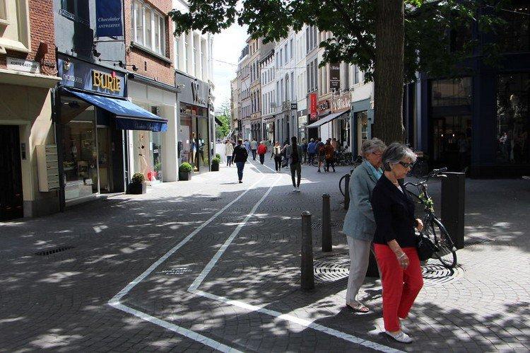 text walking lane people