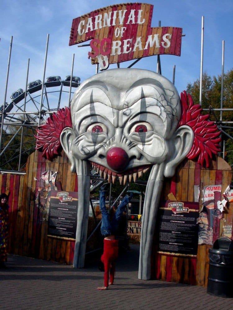 theme park handstand