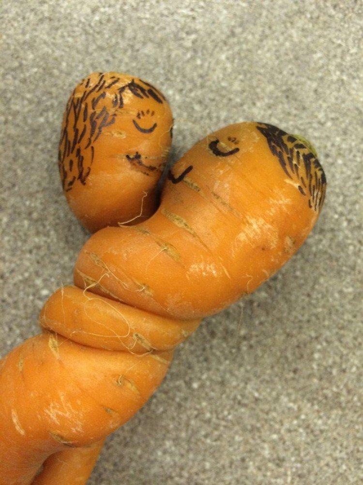 twisted carrots kiss