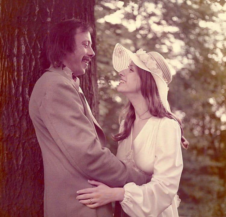40-year-wedding-anniversary-photos-recreate-tree-top
