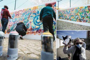 Elderly Street Artists