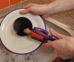 disco dancer washing up sponge