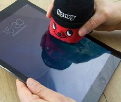 henry the hoover screen cleaner