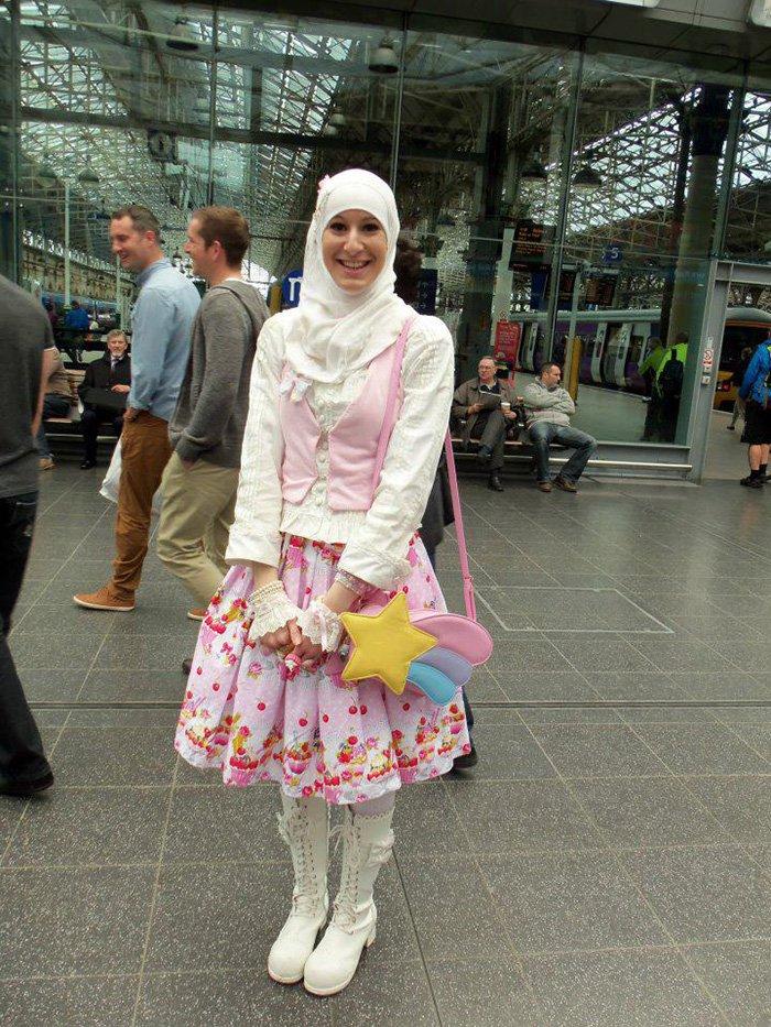 muslim lolita train station