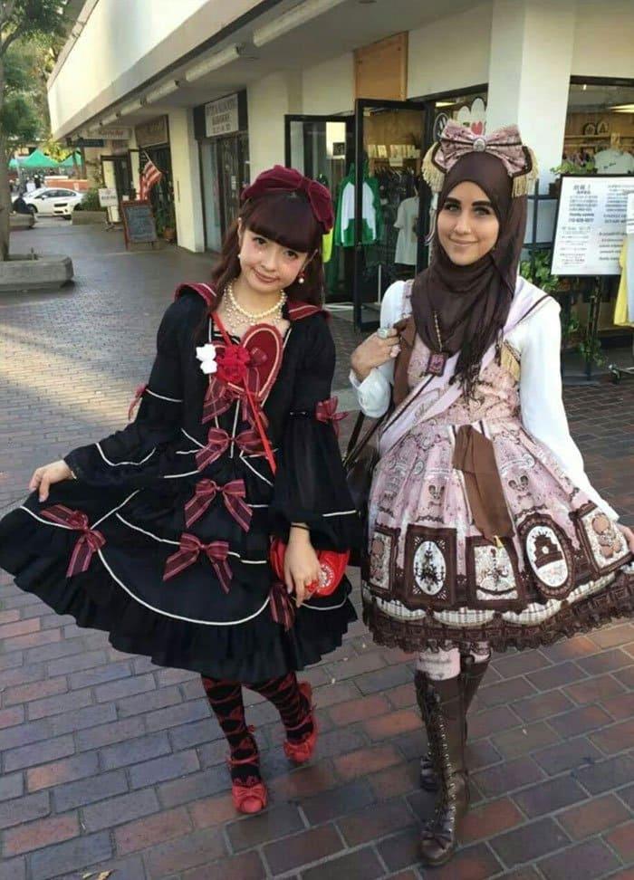 pair lolita girls