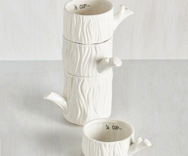 tree trunk measuring cups