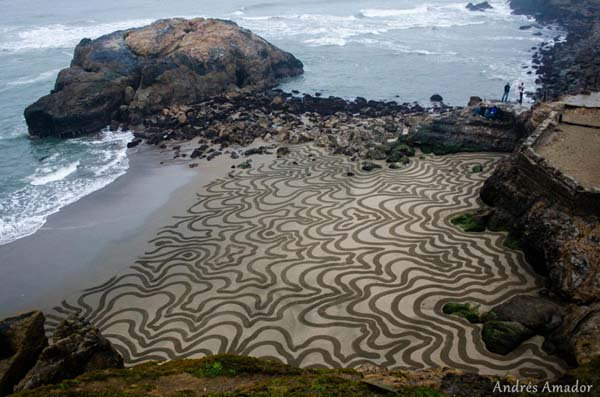 andres-amador-beach-art-squiggle