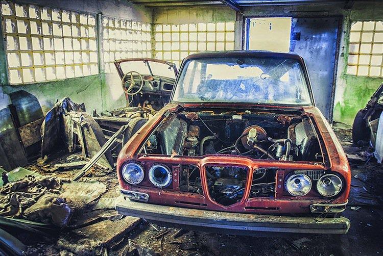 abandoned-car