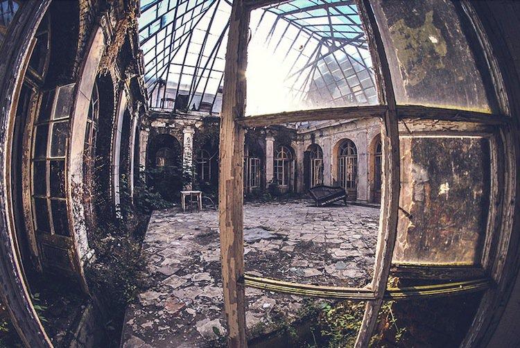 abandoned-patio