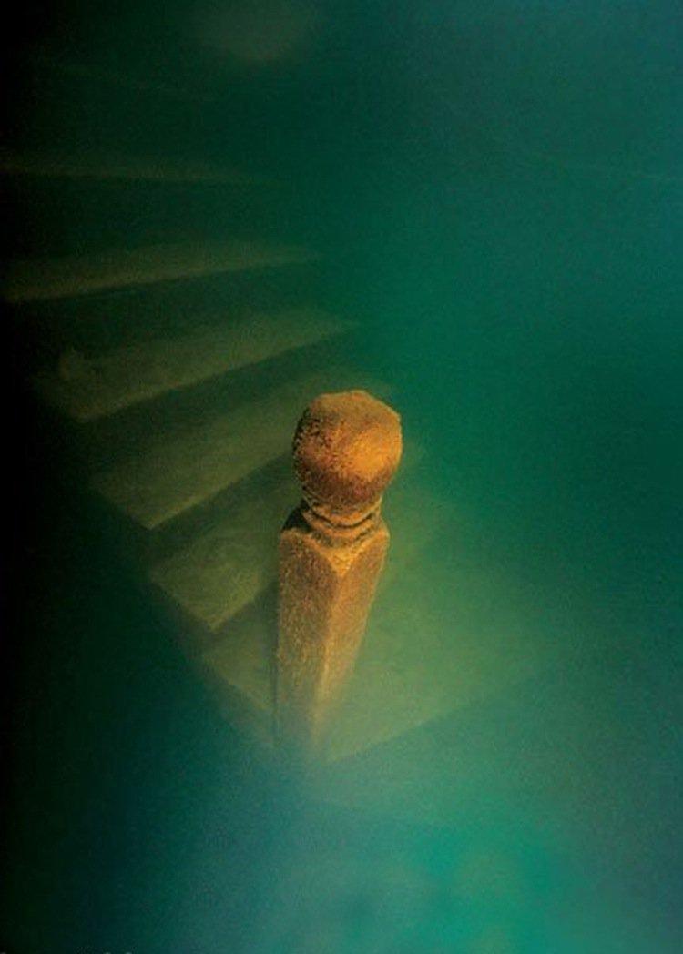 atlantis-stairs
