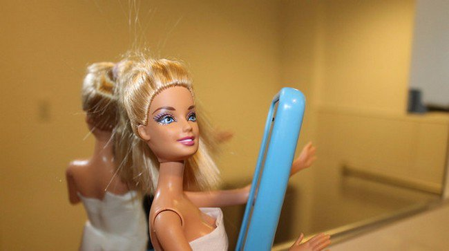 barbie taking selfie