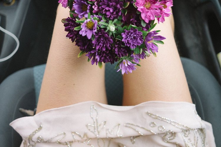 bride-photographer-wedding-own-liisa-luts-legs-flowers