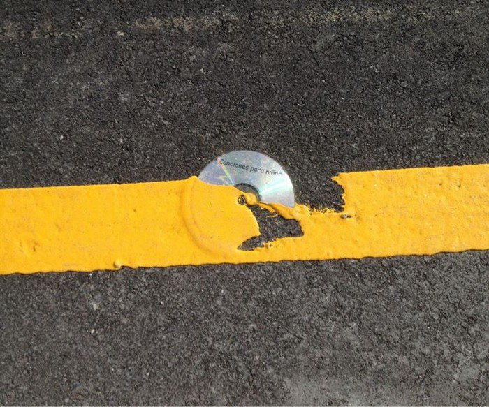 cd yellow road line