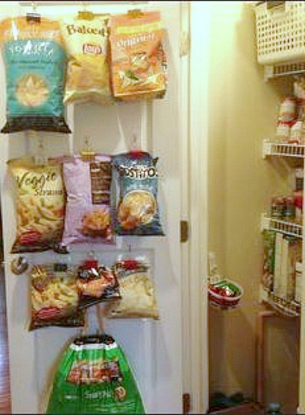 command hooks chip bags