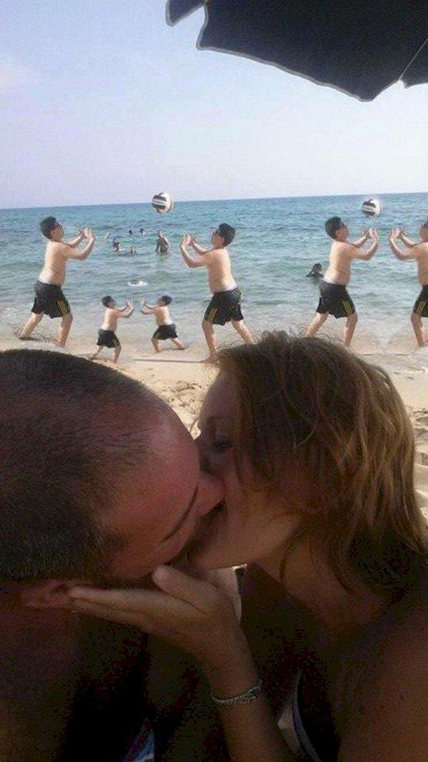 couple kissing boys playing