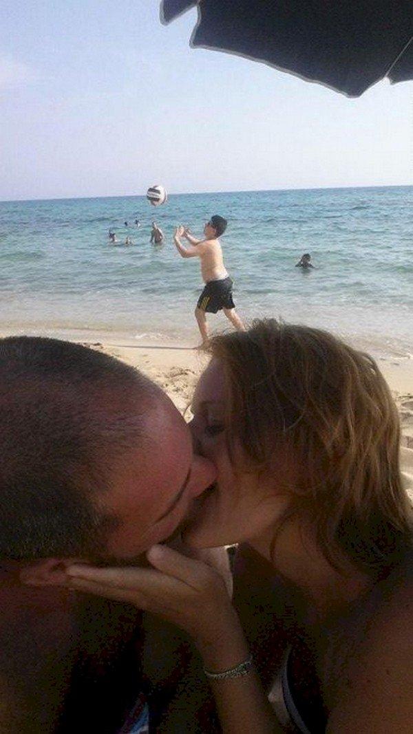 couple kissing original