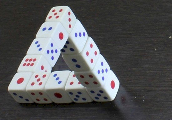 dice triangle optical illusion