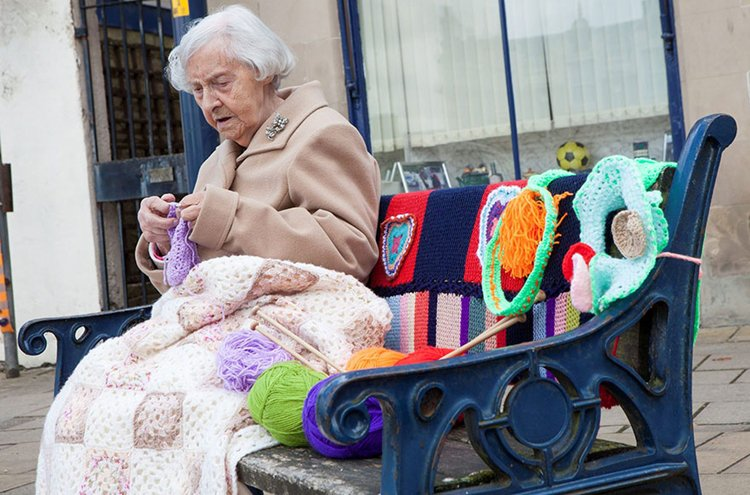 grace-brett-104-year-old-yarn-bomber-top