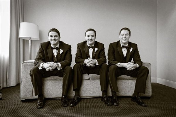 groom-photos-couch