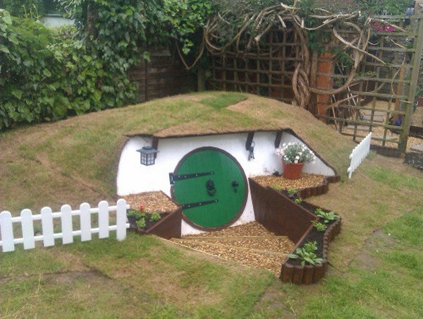 hobbit house fence