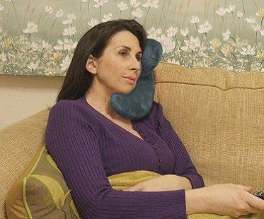 j-shaped travel pillow beck