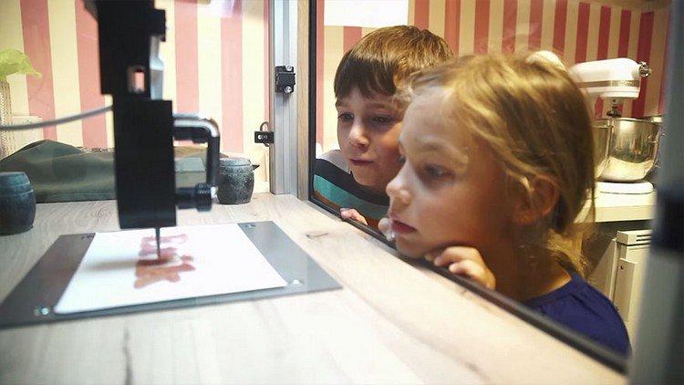 kids watching 3D printer