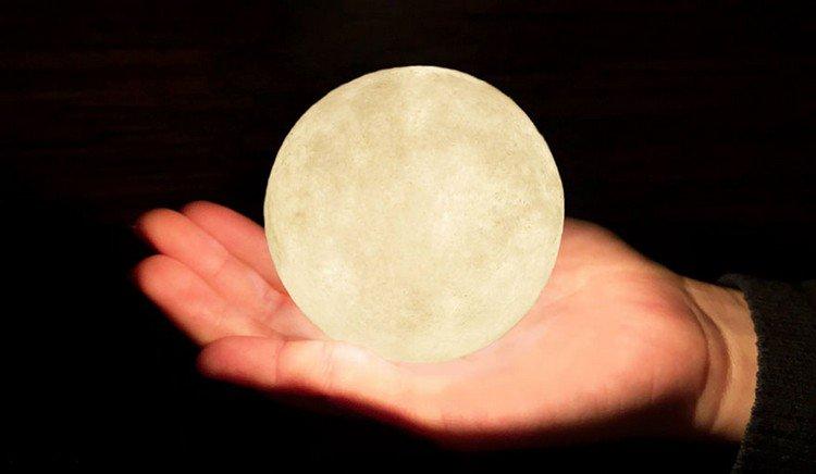 luna lamp hand